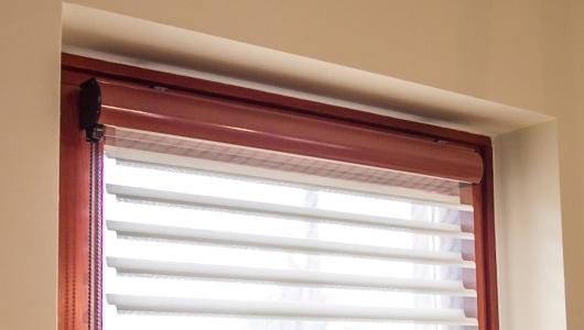 firenzei roló ablakon